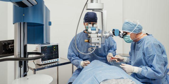 Cluj-slider-6-Chirurgie-oftalmologica-non-_-minim-invaziva-scaled